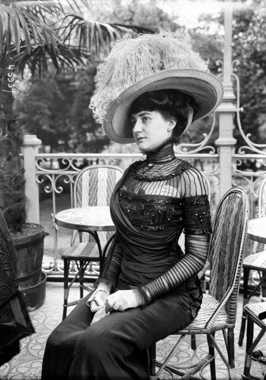France, 1909 vintage fashion 00s walking dress hat sheer sequins 10s