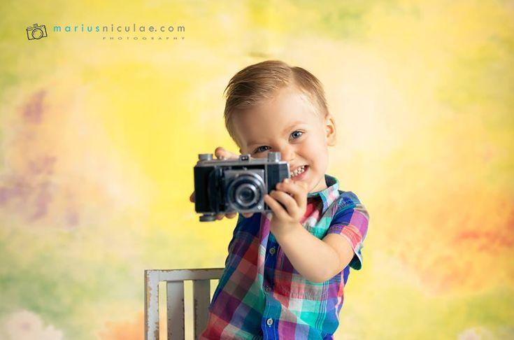 Un copil este o minune. Pentru parintii nostri, si noi, adultii, tot copii ramanem. Fiecare etapa a vietii are farmecul sau,...