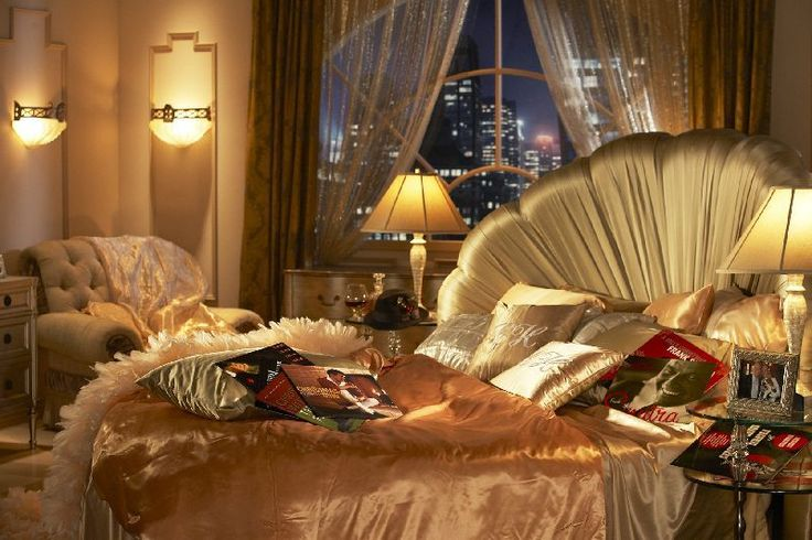 1930's / 1940's Glamour Bedroom this headboard is to die for!!!