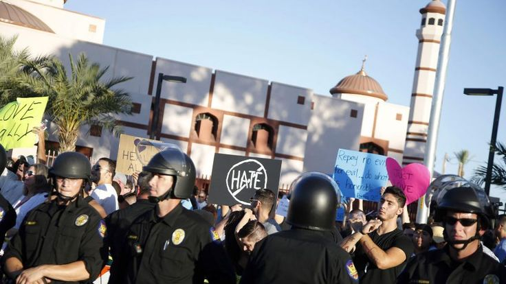 Hundreds of protesters gather outside Phoenix mosque under close police watch | Fox News