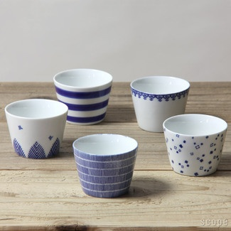 blue and white Japanese soba cups