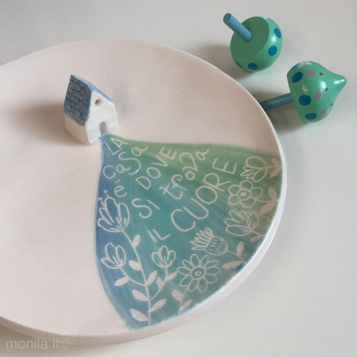 Piattino in ceramica con casa di MONILAhandmade su Etsy https://www.etsy.com/it/listing/500147878/piattino-in-ceramica-con-casa