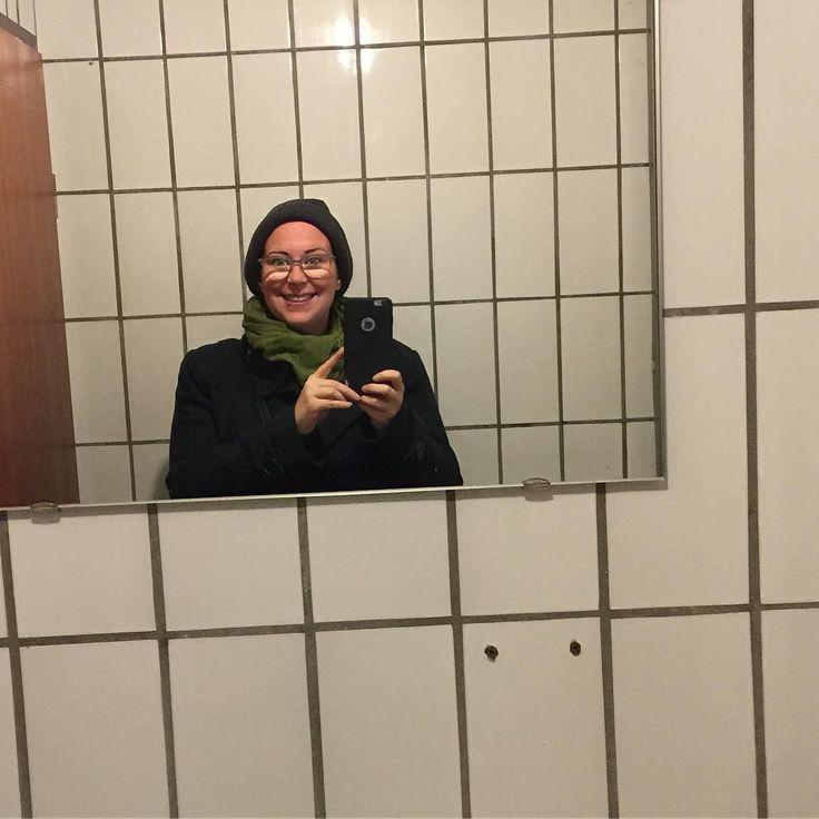 Ich wünsch euch allen einen schönen Sonntag! Mal sehen ob ich heute ausnahmsweise mal den Tatort schaffe   Die Lieblinge der Woche sind online  . . . . . . #blog #sonntag #sunday #lieblinge #sharingiscaring #selfie #agentenkind #happy #dankbar #thankful #glühwein #friendshipgoals #freundschaft #links #lifestyleblogger #mamablogger #alopecia #tatort