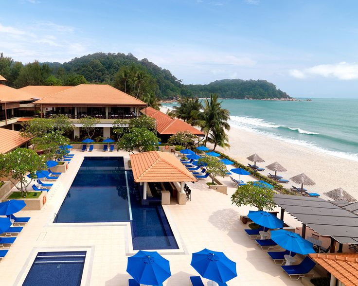 Pool or beach, pool or beach... how about both? @Hyatt Regency Kuantan Resort