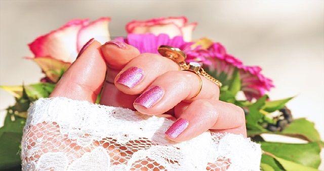 Nailart: Unghie smalto per la Sposa perfetta, il video tutorial con i consigli degli esperti e i segreti del make-up, le nuove tendenze sugli smalti ...