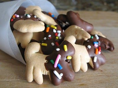 Chocolate-Dipped Animal Crackers... cute for Nattie's first birthday