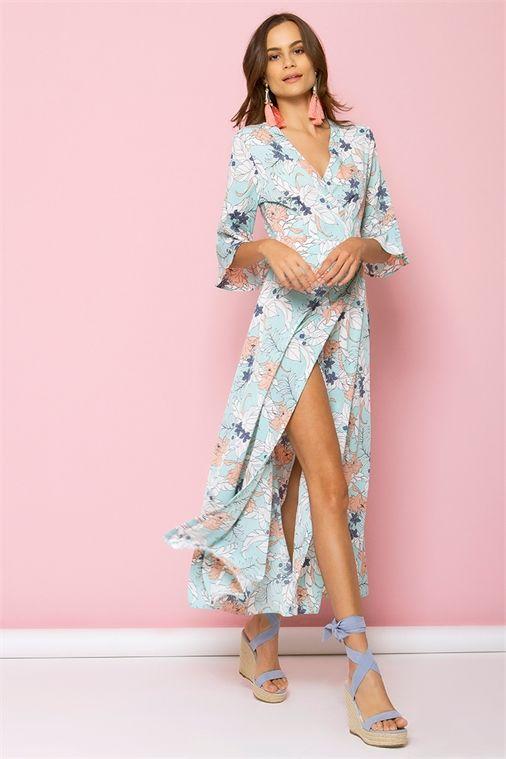 <ul>     <li>Μaxi κρουαζέ φόρεμα</li>     <li>V λαιμόκοψη/</li>     <li>Δένει χιαστή στο πίσω μέρος</li>     <li>Ανοιχτό στο πλάι</li>     <li>3/4 μανίκια με βολάν</li>     <li>Floral σχέδια</li>     <li>Αέρινη γραμμή</li> </ul>