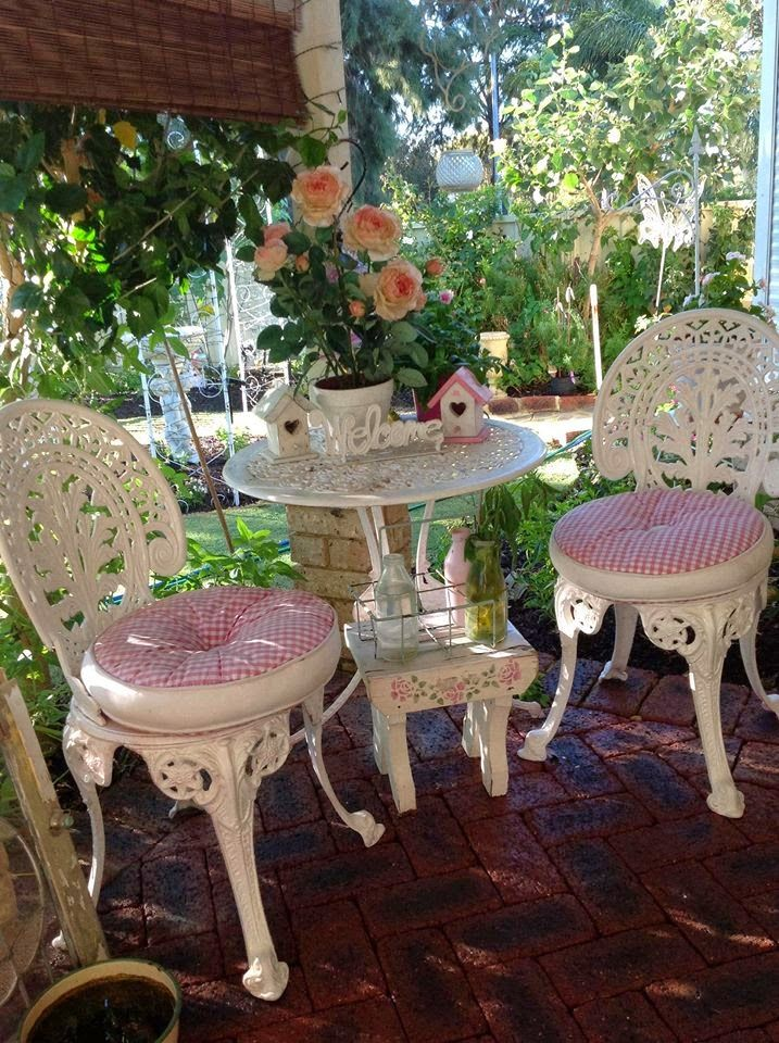 Olivia's Romantic Home: Kim's Shabby Chic Pink Palace Home Tour