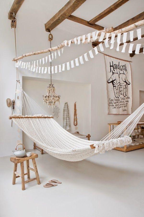 22 Ways to relax at home: Indoor hammock bed | http://www.littlepieceofme.com/home-decor/indoor-hammock-bed/