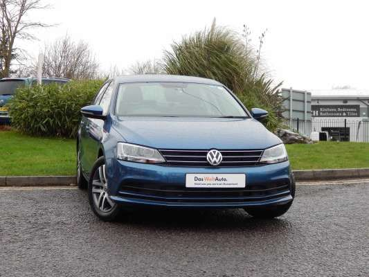 Used 2014 (64 reg) Blue Silk Metallic Volkswagen Jetta 2.0 TDI SE 4dr for sale on RAC Cars