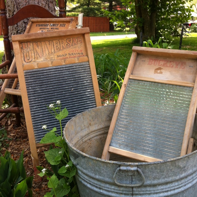 Wash boards and wash tub by Vintage Flair Cupcakes
