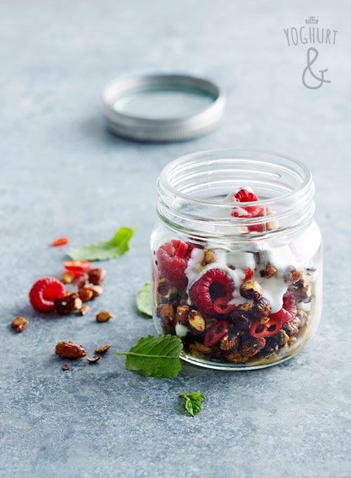 Chili & Bringebaer & Musli & Mandler - Se flere spennende yoghurtvarianter på yoghurt.no - Et inspirasjonsmagasin for yoghurt.