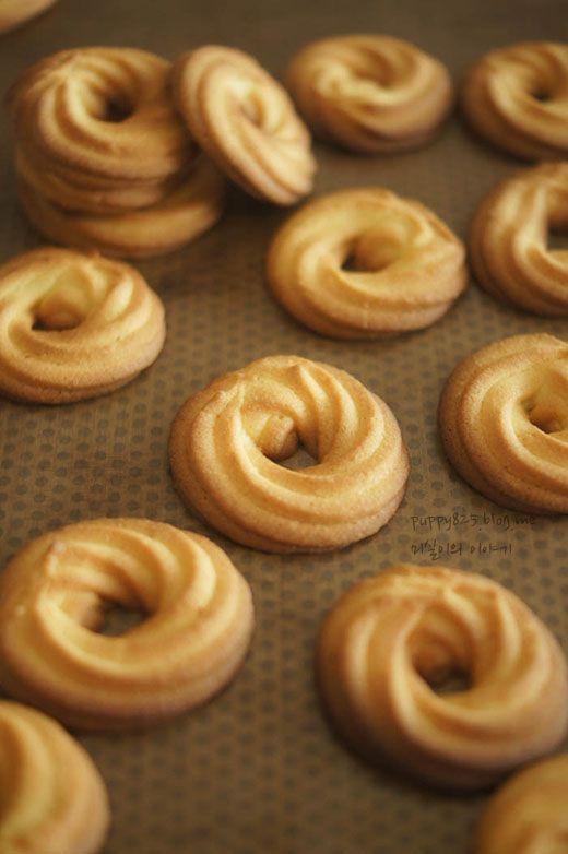 오늘은 간단하게 만들 수 있는 버터링 쿠키를 알려드릴께요. 들어가는 재료도 특별하지 않고 만드는 과정도...