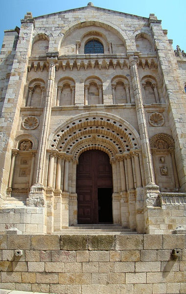Zamora Cathedral - portada Obispo *** photo from: http://en.wikipedia.org/wiki/Cathedral_of_Zamora