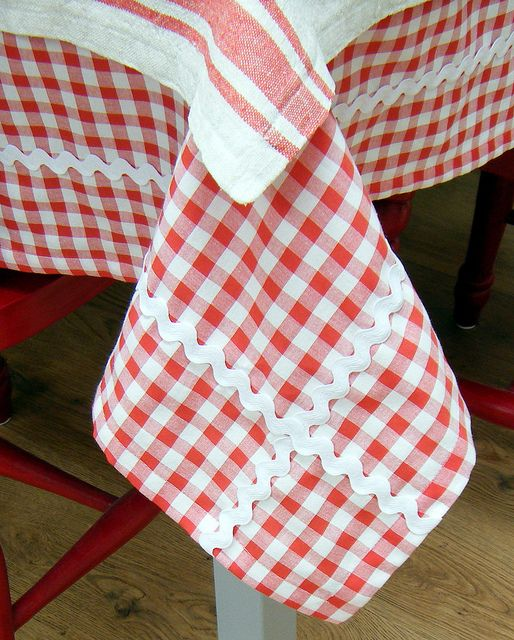 Red and White Gingham Tablecloth by Hand Knitted Things, via Flickr                                                                                                                                                                                 Más