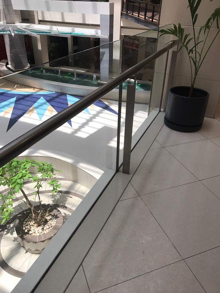 glass balustrade showing atrium at dolmen mall clifton (Có