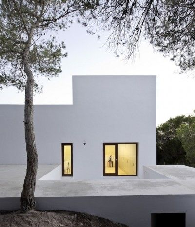 Casa Amalia. Island of Formentera, Spain. Architect Marià Castelló: Residential Architecture, Casa Amalia, Black Window, White Houses, Dreams Houses, Marià Castelló, Castelló Martínez, Modern Architecture, White Wall