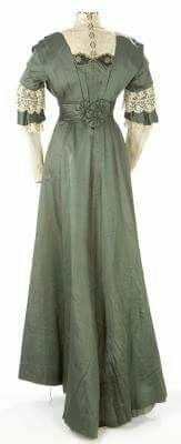 Day dress 1910 (back view)