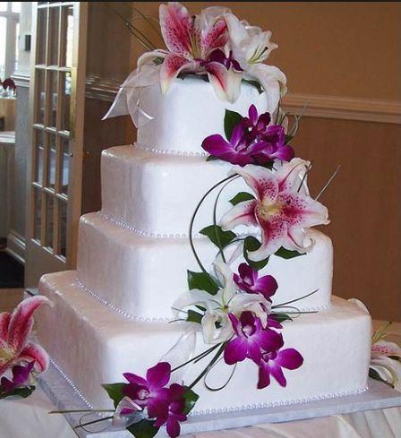 Цветочные композиции – популярное и эффектное украшение свадебных тортов. Причем для декорации используются как живые, так и искусственные (съедобные и несъедобные) цветы. Домашний HAND-MADE предлагает коллекцию простых тортов с живыми …