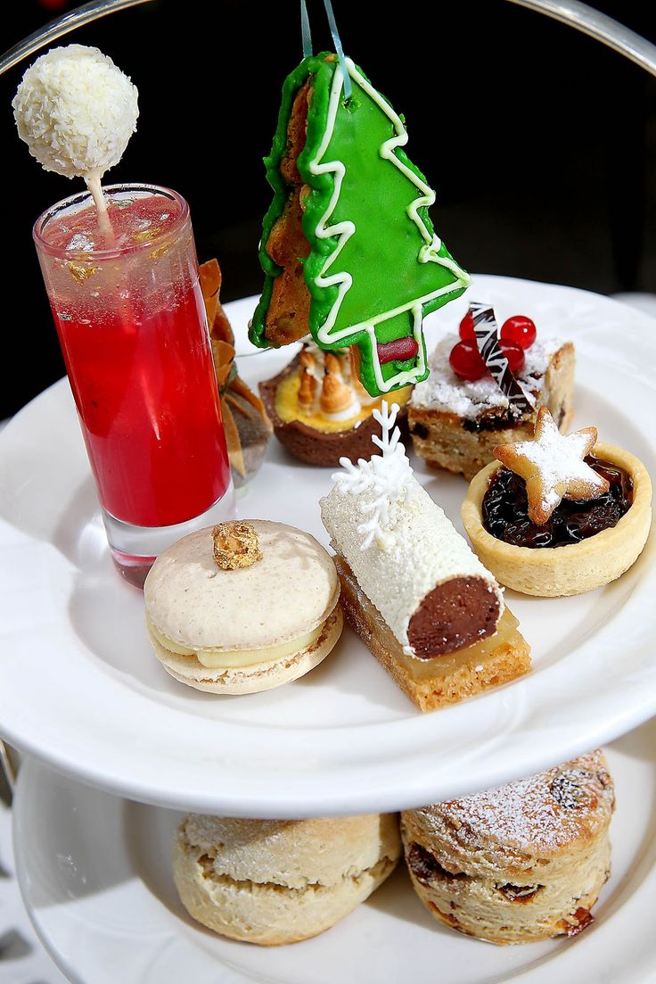 Christmas Afternoon Tea at the Horseguards in London / http://xaviermouret.blogspot.ca/2010/11/afternoon-tea-2010-at-horseguards.html