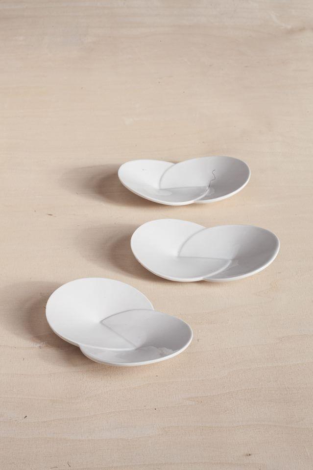 Veronika Hanke: Porcelánové talířky (small porcelain plates)