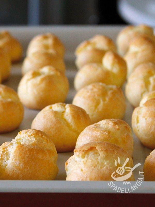 I Bigné salati sono una preparazione molto versatile: possono infatti essere farciti con besciamella e varietà diverse di formaggi e fondute.