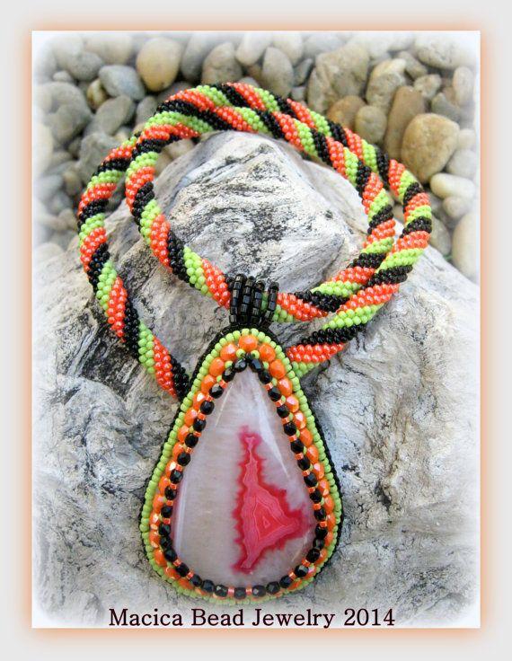 DALAL  Agate pendant on bead crochet necklace by Macicabeadjewelry