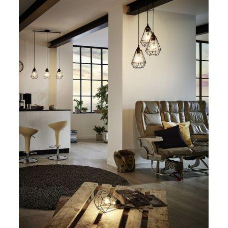 La triple suspension géométrique Tarbes surfe sur la tendance. Avec ses tiges métalliques, et sa forme géométrique, elle occupe savamment l'espace, que ce soit dans un salon, une salle à manger ou même une cuisine. Son design épuré en fait un réel élément de décoration.