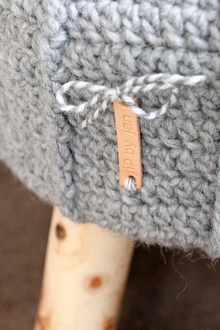 Gehaakt krukhoesje met label Krukje van de Action, hoesje van mij, labeltje van Nicollie :-) #jipbyjan #crochet #haken