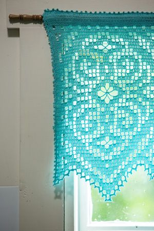Filet crochet lace make a stunning curtain. Diamond Valance Corner