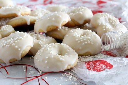 Ciambelle cookies are Italian ring shaped cookies. These dainty morsels are scented with lemon, dipped in a lemony glaze and sprinkled with mini pearls.