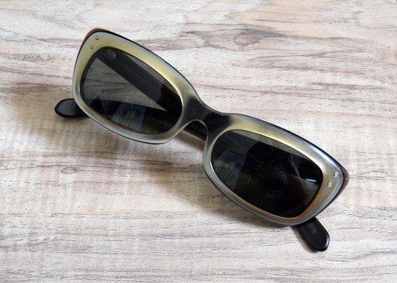 """1960s gatto """"Inseguire"""" Ray Ban occhiali da sole in nero e oro di B & L"""