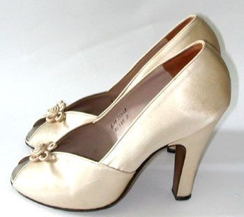cream satin 1940s peep toe pumps | vintage 40s shoes