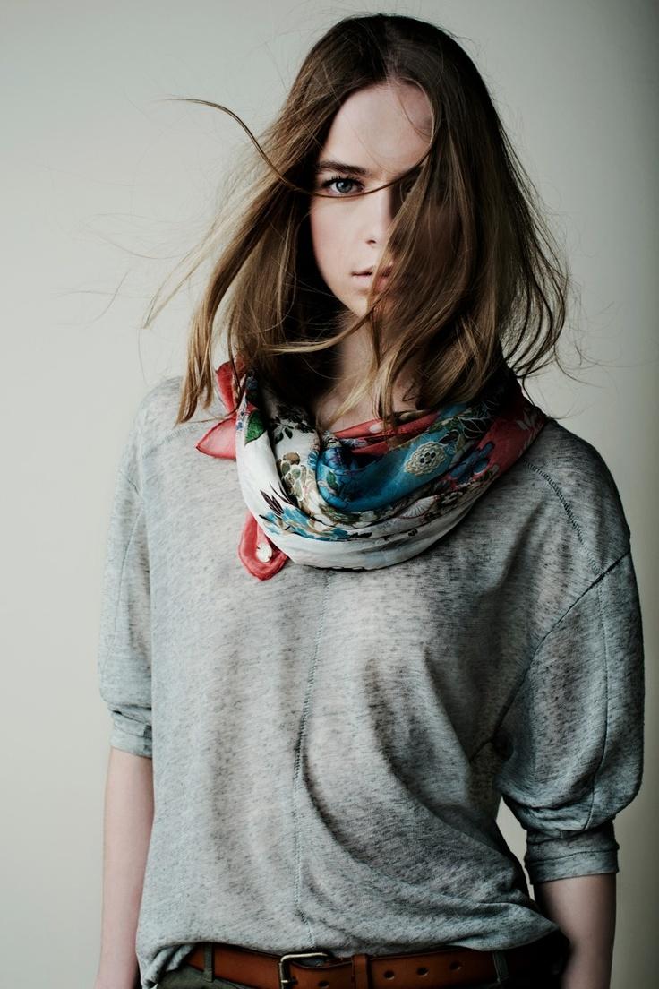 18035 Pañuelo Scarf / 18573 Jersey Sweater