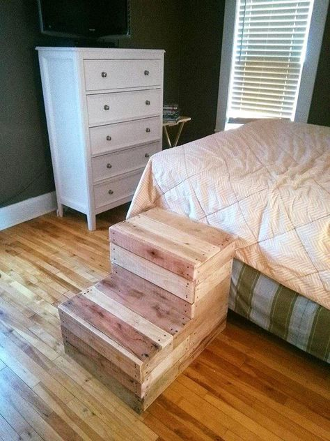 Pallet Step Stool for Bed - 15 Pallet Ideas to Bring Pallets in Your Home | Pallet Furniture