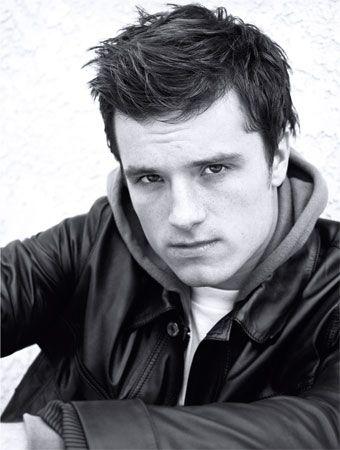 Josh Hutcherson. Tengo un poster de él en mi habitación. No es mi ídolo, ni mi celebrity-crush, pero me gustan sus películas.