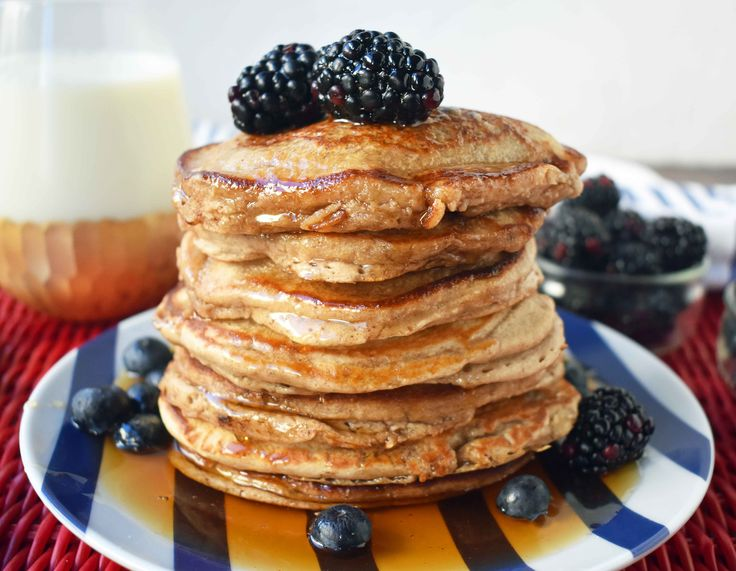 Healthy banana oatmeal pancakes made with only 7