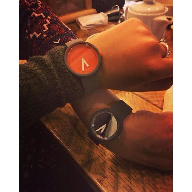 O'clock saat ile Herkes kendi kombinini yapıyor  https://www.luxvitrin.com/reyon/fullspot-oclock-saat/tumu