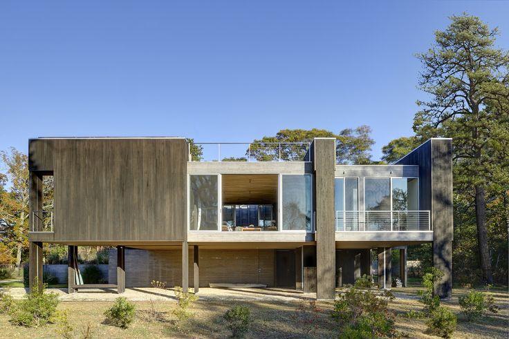 Maison contemporaine en bois sur pilotis Raising