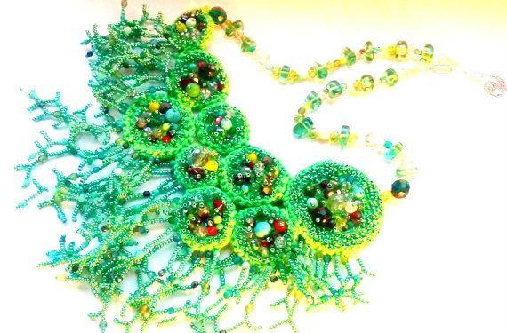 Вязанное крючком зеленое ожерелье. Расшито от MaryKateAlice