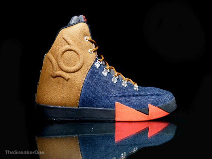 Nike KD VI NSW Lifestyle QS Nuevo QS de la colección Otoño/Invierno que nos ofrece Nike Sporstwear. Diseñadas para el uso fuera de la cancha, estas KD VI llegan con una interesante combinación de colores y materiales inspirados en la ropa de trabajo.