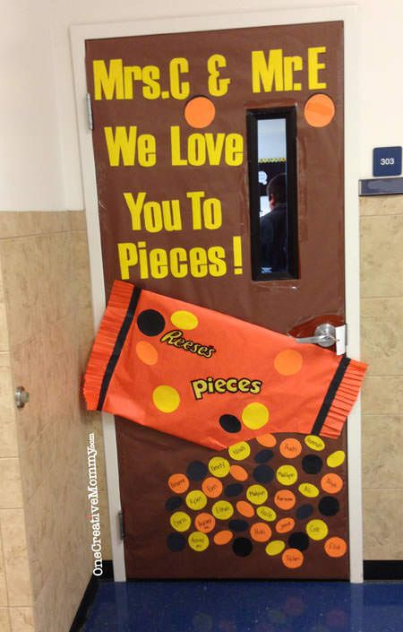 25 Teacher Appreciation Door Ideas from OneCreativeMommy.com {We Love You to Pieces!--Reeses Pieces Theme}