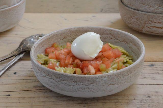La cucina di Esme: Farfalle fredde al pesto di basilico con dadolata di pomodori e ovolina di bufala