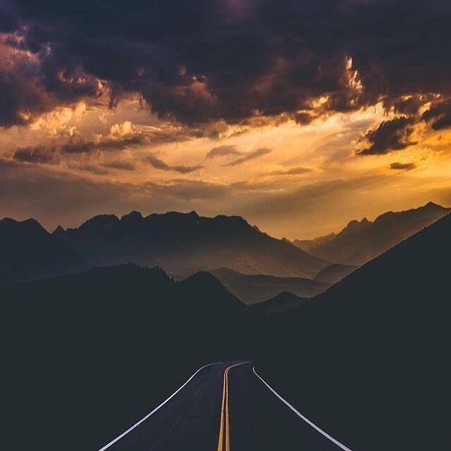 Buenas noches y enceded las luces!       #rtvang #retrovanguardia #paisaje #carretera #landscape #sunser #atardecer #paisagem #fabscape #scenery #roadtrip http://ift.tt/2wJIQiP
