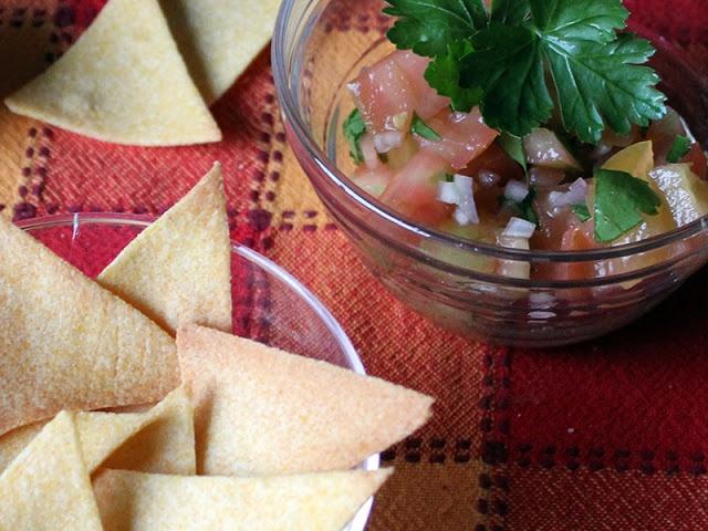 Triangolini di mais con salsa!  #cibo #ricette #mais #recipe #food