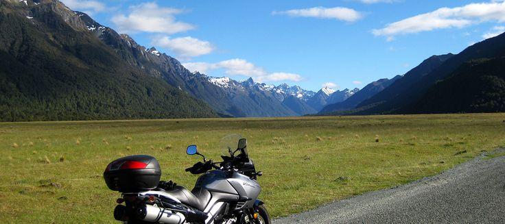 Partez à moto à la conquête de ce fabuleux pays la Nouvelle-Zelande. Des circuits et séjours grandioses et à vous couper le souffle au guidon de votre moto!
