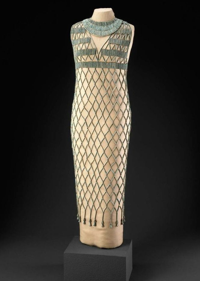 Ancient Egyptian bead dress, Old Kingdom, 6th Dynasty (2323-2150BC) - Let's be honest, ancient Egyptian women (particularly of upper status) barely wore clothes which is why we don't see that in the movies. Even the cloth was sheer. #fashionhistory