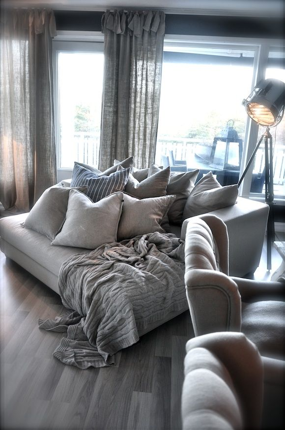Waw!! I take this huge sofa and wil be my bed forever; besides so chic and elegant the mix of pillows