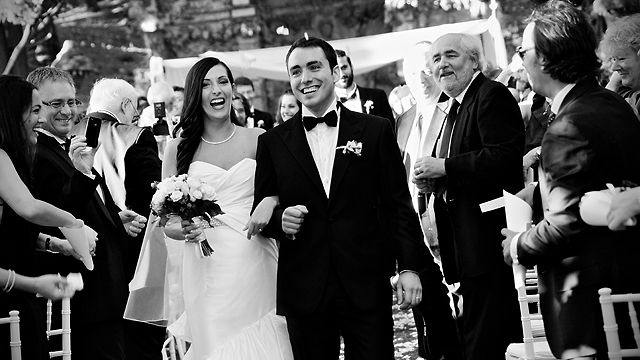 Jodi & Fabio's Slideshow Trailer by studiobonon. Jodi & Fabio's wedding slideshow by ©studiobonon. All rights reserved.