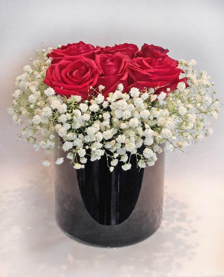Γυάλινος κύλινδρος με τριαντάφυλλα και γυψίφυλλο
